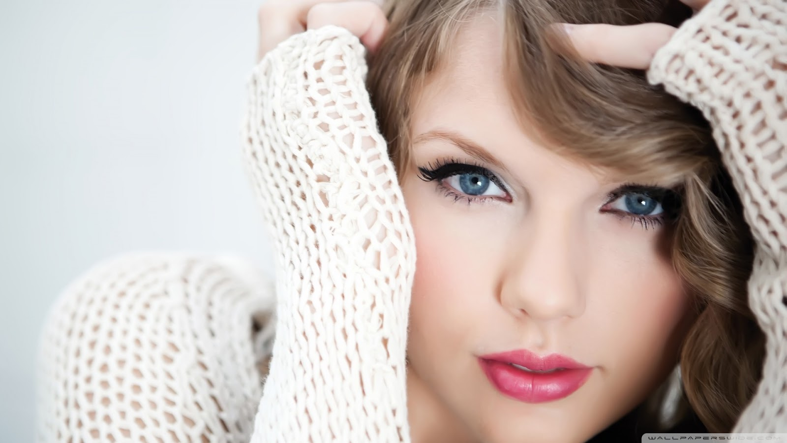 Taylor Swift Close Up Wallpaper