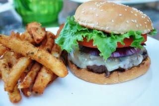 Makanan Pemicu Naiknya Tekanan Darah Tinggi