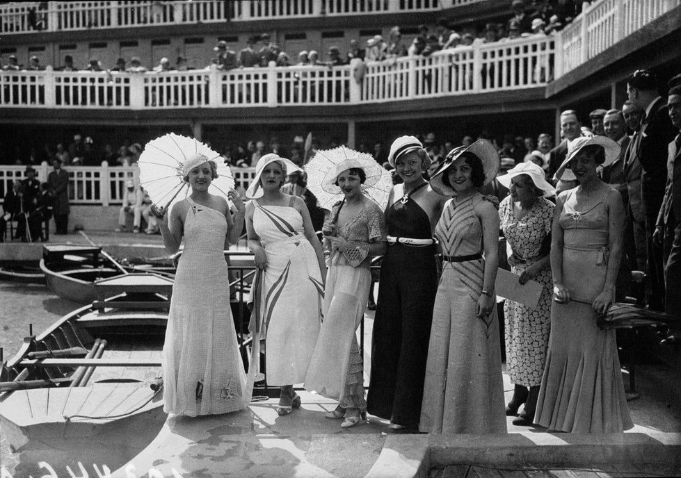 Women who visited and stayed at piscine molitor paris for The molitor paris