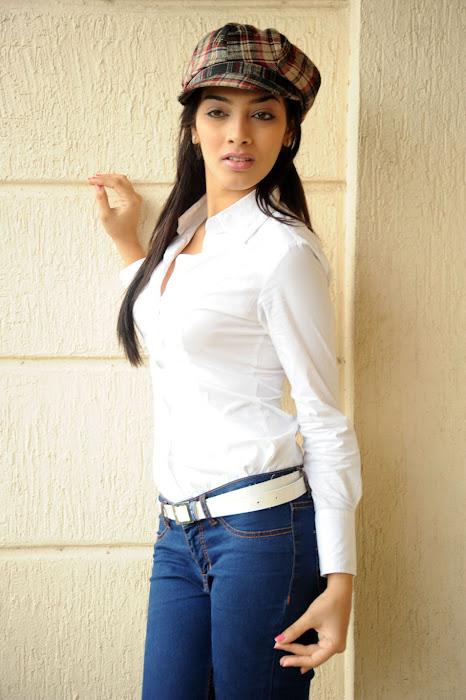 rithika , rithika new actress pics