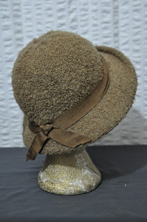 https://www.etsy.com/listing/255655424/70s-vintage-camel-cloche-hat-with-ribbon?ref=shop_home_active_18