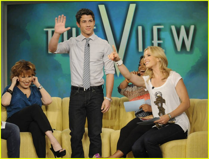 Fotos de Nick Jonas en The View  Nick-jonas-the-view-01