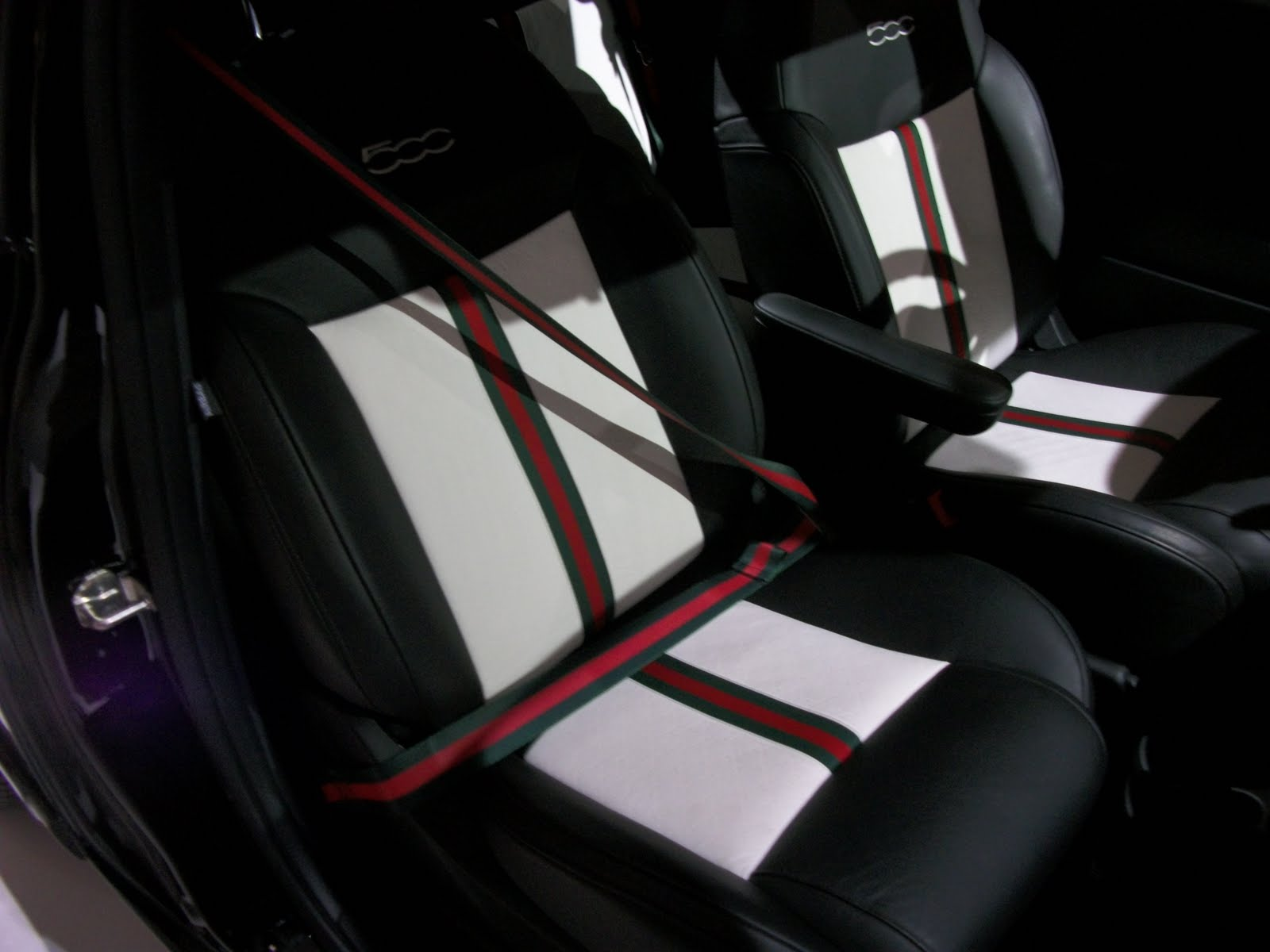Palm Springs Automobilist Fiat 500 Gucci Putting The