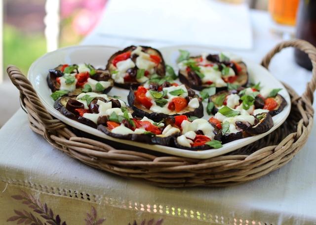 # Food: melanzane al forno con pomodorini, olive, mozzarella bufala e basilico