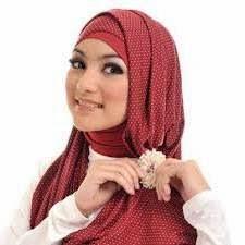Gambar cara wanita Memakai Bros Pada Jilbab Agar Terlihat Cantik Menawan