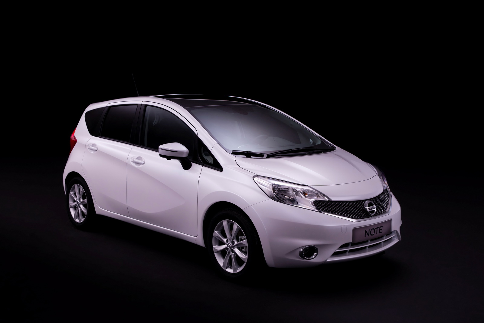 nissan revolutionises small car technology with new nissan note. Black Bedroom Furniture Sets. Home Design Ideas