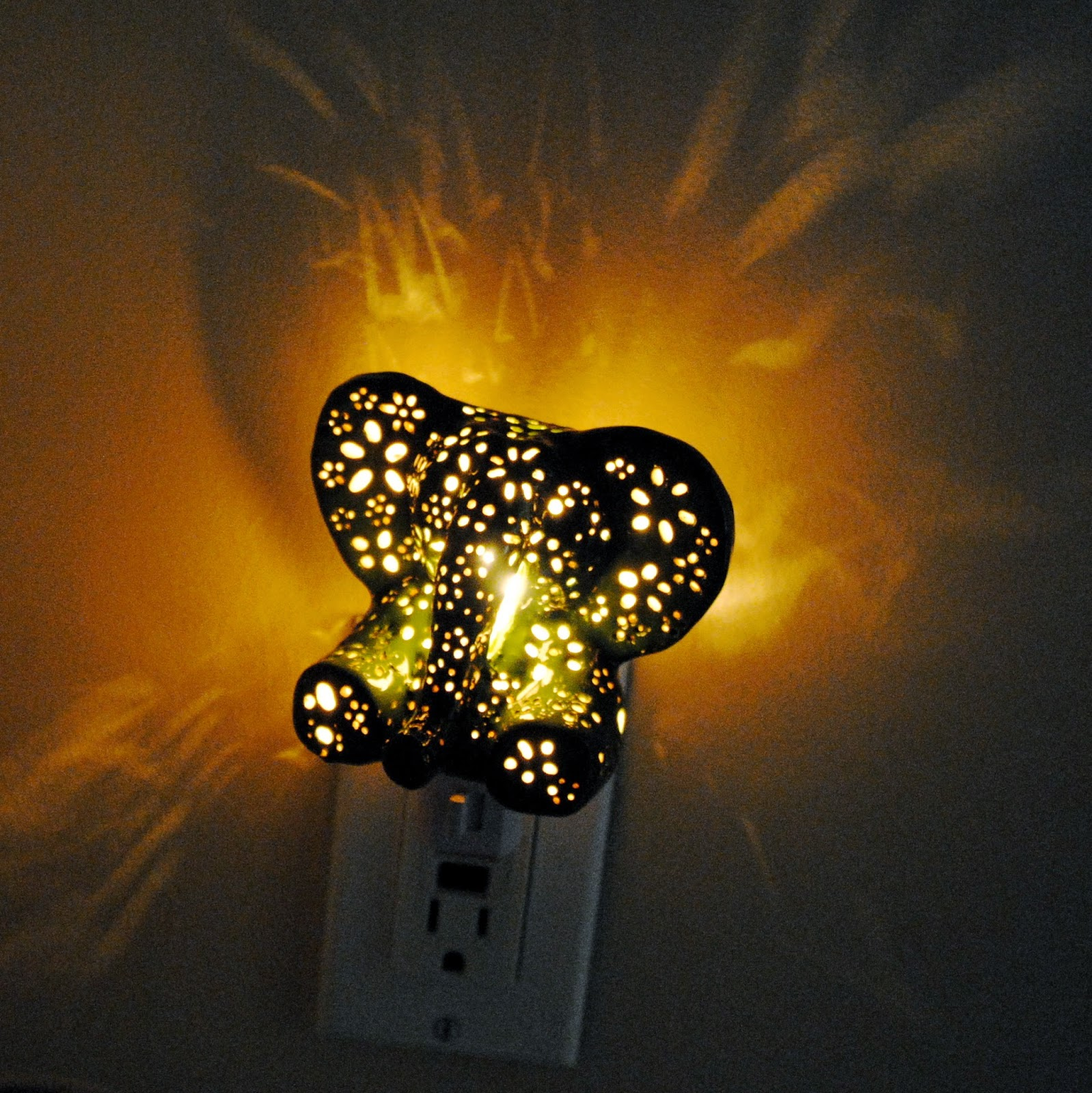 Night lights designs - This Sweet Elephant Was Just What We Needed To Brighten Up Our Night Time And Now You Can Have One Too Ashley From Lily S Lights Was Kind Enough To Offer