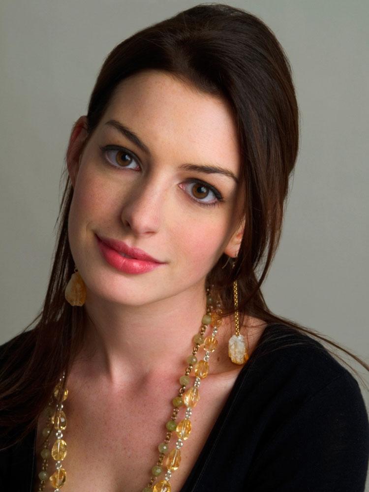 Anne Hathaway Haircut 32