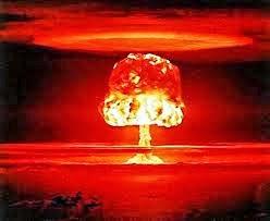 """"""" ... Ei crianças não vão lá / há perigo ali / a bomba atômica explodiu ali..."""""""