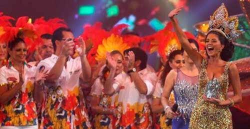 Anabel ya lleva la corona de reina del Carnaval y del pueblo