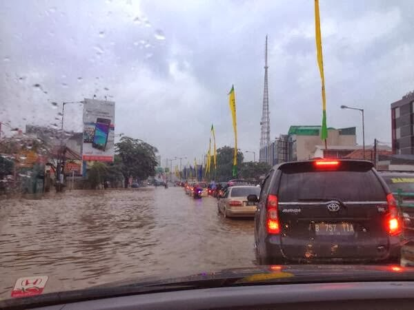 Kampung Melayu Banjir, Ruas Flyover Arah Tebet  Ditutup