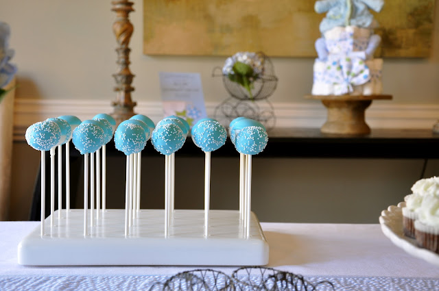 blue cake pops with sprinkles