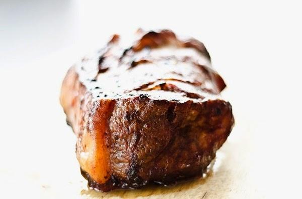 Thịt nạc vai áp chảo, biến tấu mâm cỗ Tết