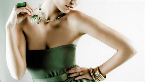 acariciando joias sinais corporais do desejo feminino linguagem corporal sinais corporais