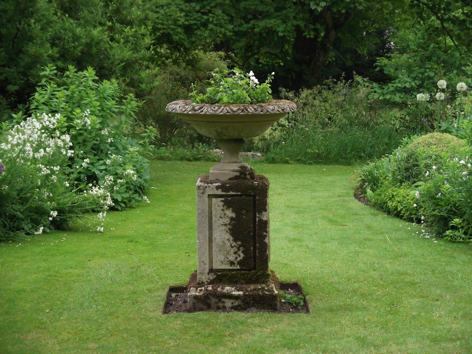 A Tour Of An English Private Country Garden Part 1