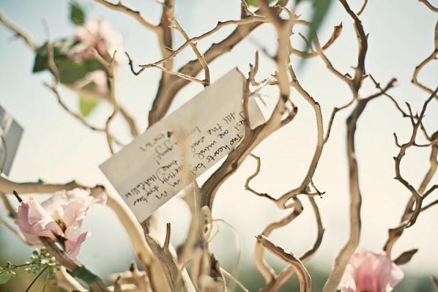 Árbol de deseos para una boda en primavera