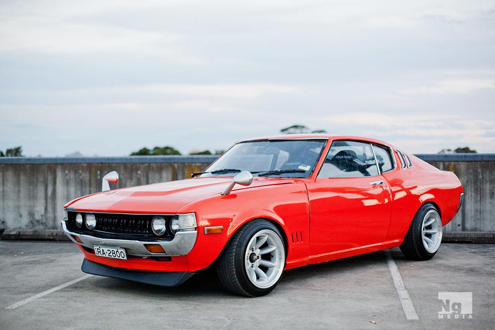 galeria zdjęć, samochody z Japonii, klasyczne, foto, Toyota Celica, pierwsza generacja, badass, czerwony, red, front, przód, TA27, TA28, TA35, RA25, RA28, RA35, RA29