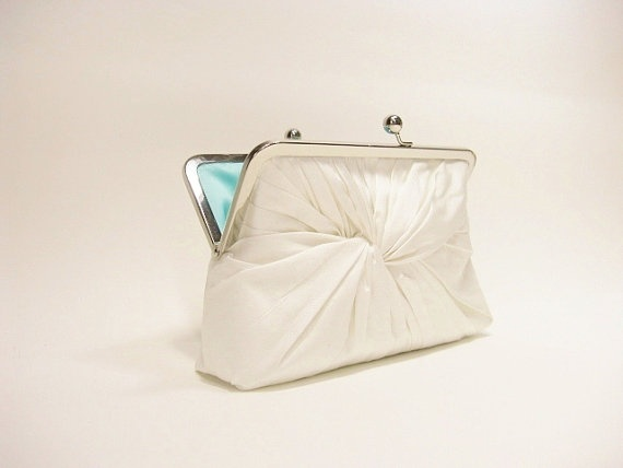http://www.etsy.com/listing/91652577/love-knot-clutch-in-ivory?utm_source=Pinterest&utm_medium=PageTools&utm_campaign=Share