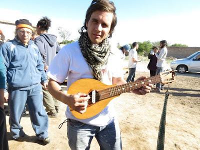Con la sachaguitarra de Elpidio Herrera - Gambeteandoconladepalo