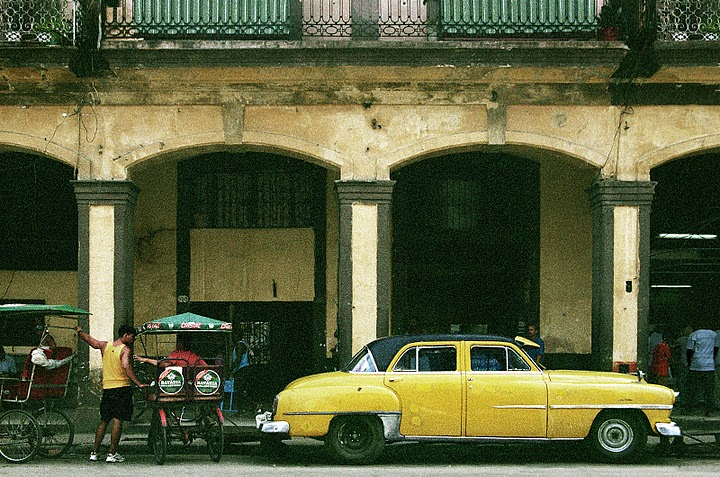 La pinga cubana cuba a paso lento entre la bici y el for Cuba motors el paso