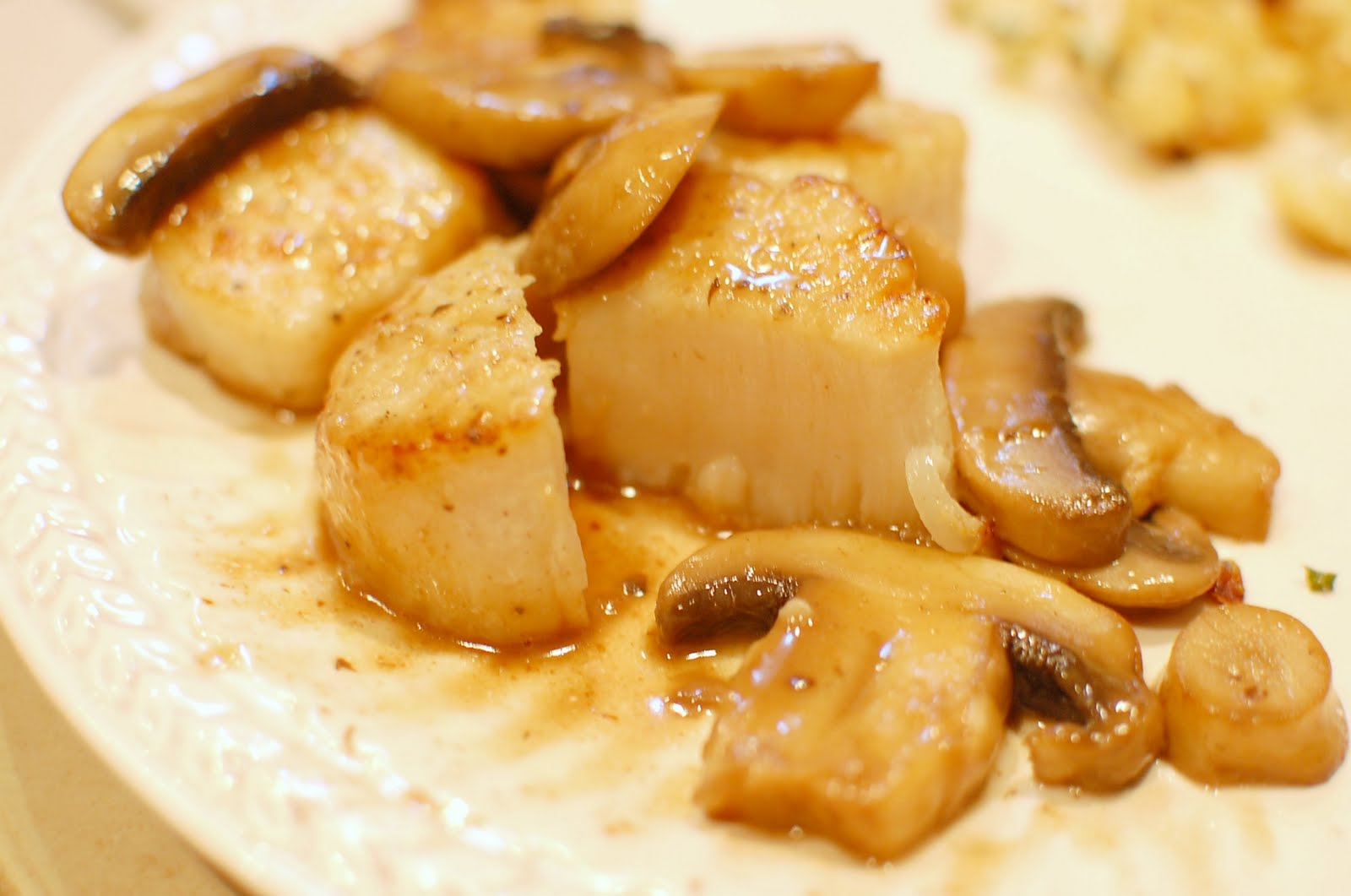 Reckless Abandon Sea Scallops With White Wine Mushroom Sauce