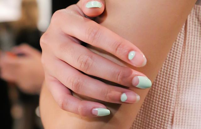 Charlotte Ronson automne 2015 ongles nail art espace négatif minimaliste