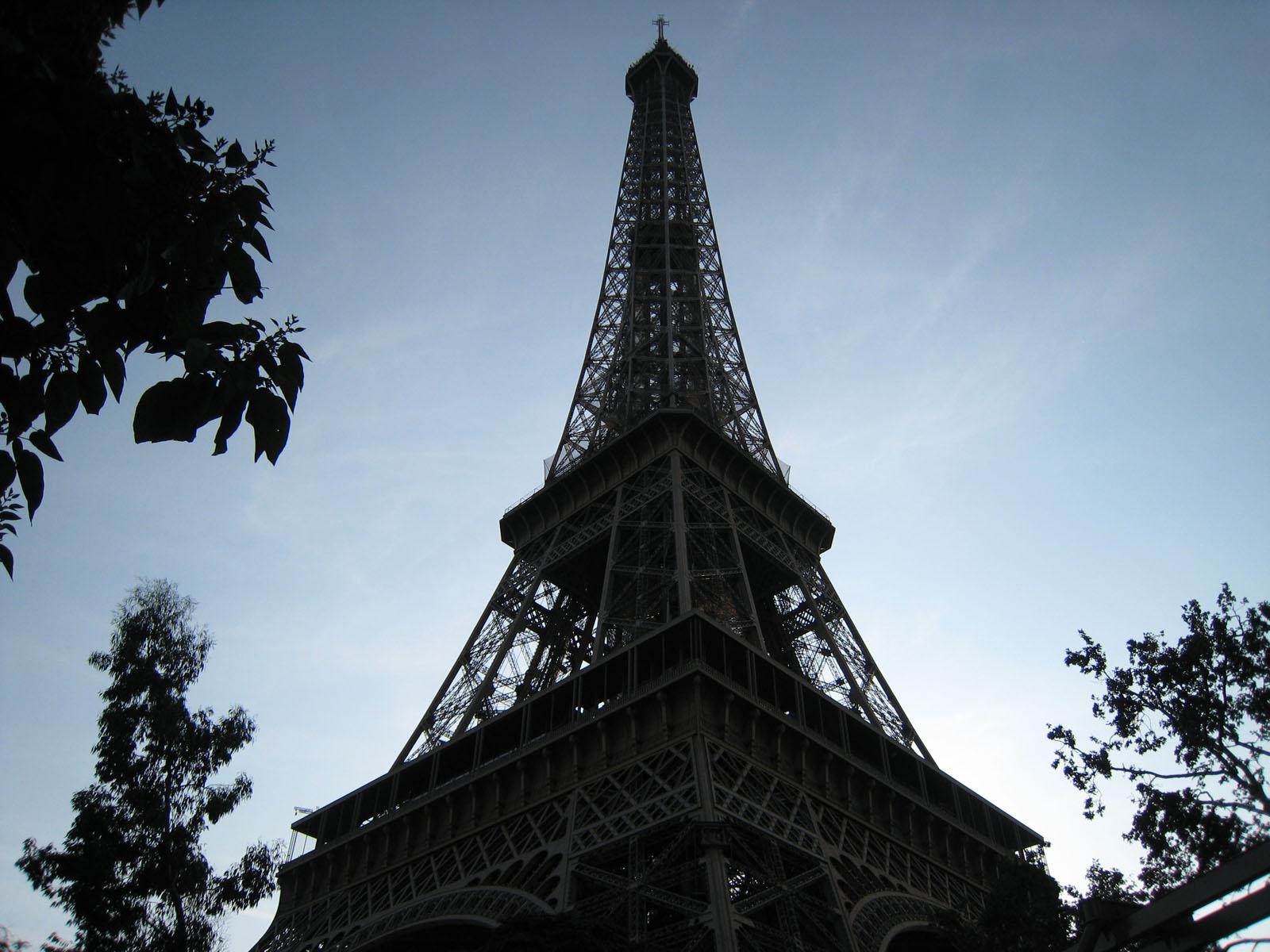 http://4.bp.blogspot.com/-xFTwWZy3Jys/Tr-CDwU1kUI/AAAAAAAAQGg/idFLU2bGDbI/s1600/095+Paris+-+Tour+Eiffel.jpg