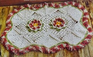 Tapete de Crochê com Flor e Ponto Laçada