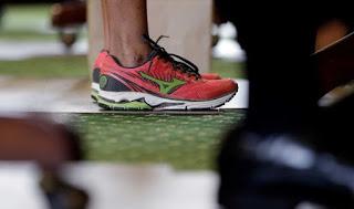 wendy davis mizuno running shoes