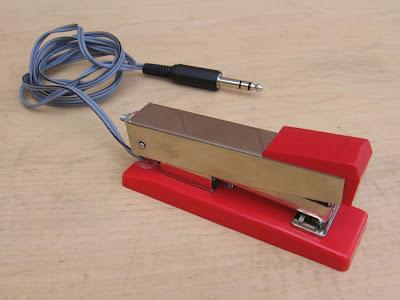 http://4.bp.blogspot.com/-xFme7g3BQ7k/UVCm1VtVqTI/AAAAAAAASY8/kGcjO5bbuhE/s400/stapler1.jpg