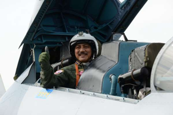 KSAL Terima Wing Penerbang Kehormatan TNI AU