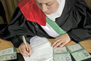 Hakim perempuan Dipecat karena Selingkuh