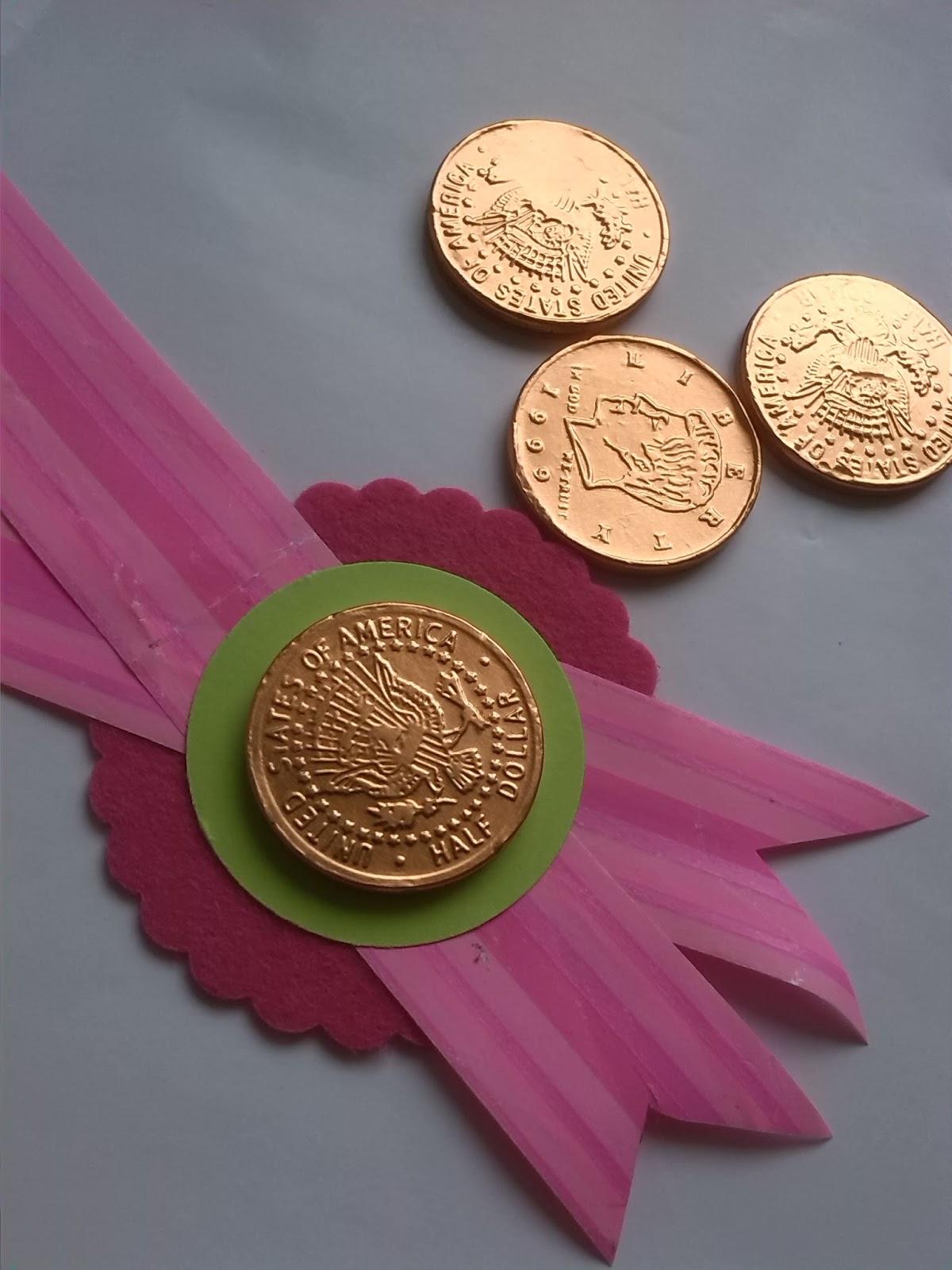 Thalescrapbook blog hop celebramos 40 a os ideas para for Ideas para colgar medallas