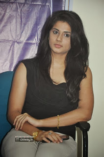 Actress-Hudasha-Stills-at-Sandhithathum-Sindhithathum-Press-Meet