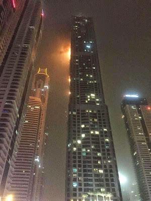 بالفيديو..حريق هائل في أحد أكبر أبراج العالم بـدبي