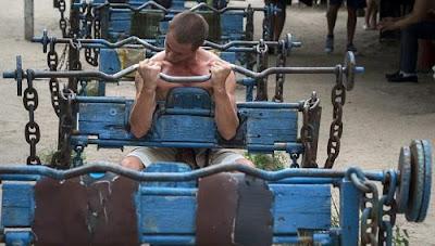 Gymnasium Yang Dibuat Daripada Besi Buruk Di Ukraine