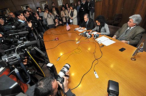 Julissa Reynoso anuncia la habilitación del mercado estadounidense a la importación de cítricos uruguayos ante una sala repleta de periodistas, en la sede del Ministerio de Relaciones Exteriores del Uruguay (10 de Julio de 2013) [U.S. Embassy Photo: Pablo Castro]