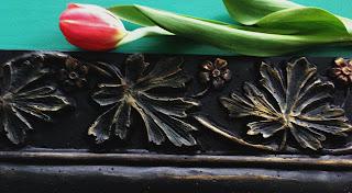 Kantsten målad med Patio svart och guld