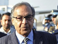 القضاء الباكستاني يطالب بتوقيف رئيس الوزراء