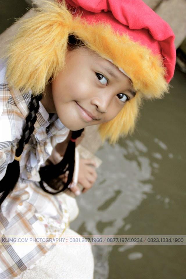Pose Sambil Nyoba'in Topi Baru photo oleh : KLIKMG Photography, Photographer Indonesia, Photographer Jakarta, Photographer Yogyakarta, Photographer Purwokerto, Photographer Banyumas   Talent : Mayang Lalita