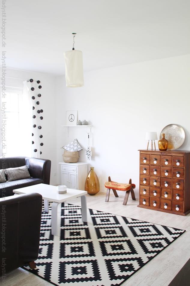 Wohnzimmerblick mit DIY Lampe