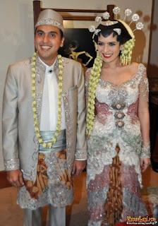 kebaya pengantin artis Carissa Putri