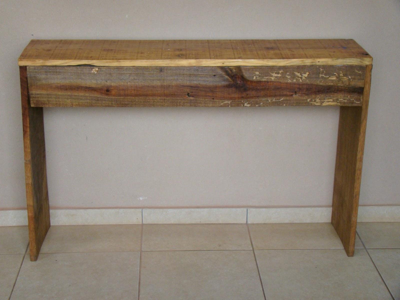 Painel em madeira rústica: 1 2m Larg x 0 77m Alt. Base 30cm Valor  #473320 1600x1200
