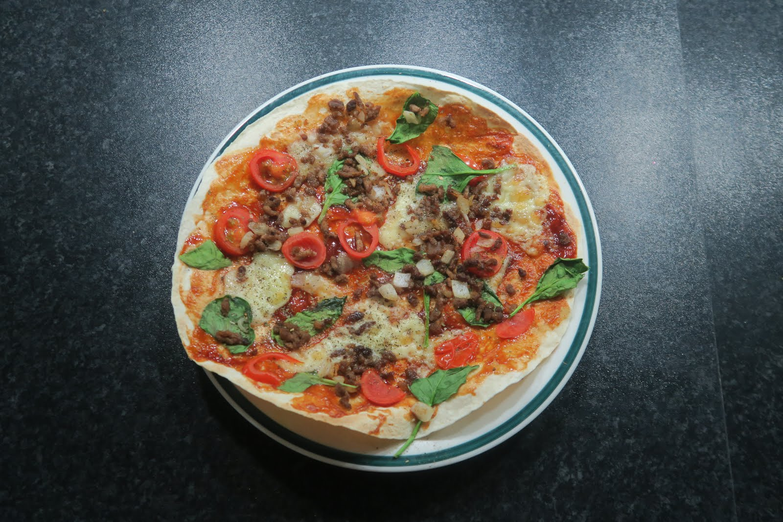 joe wicks, get lean in 15 minutes, tortilla pizza, how to, best tortilla pizza recipes, healthy dinner options, healthy pizza, losing weight, diet menu, spinach, tomatoes, how to lose weight, fionabrianne