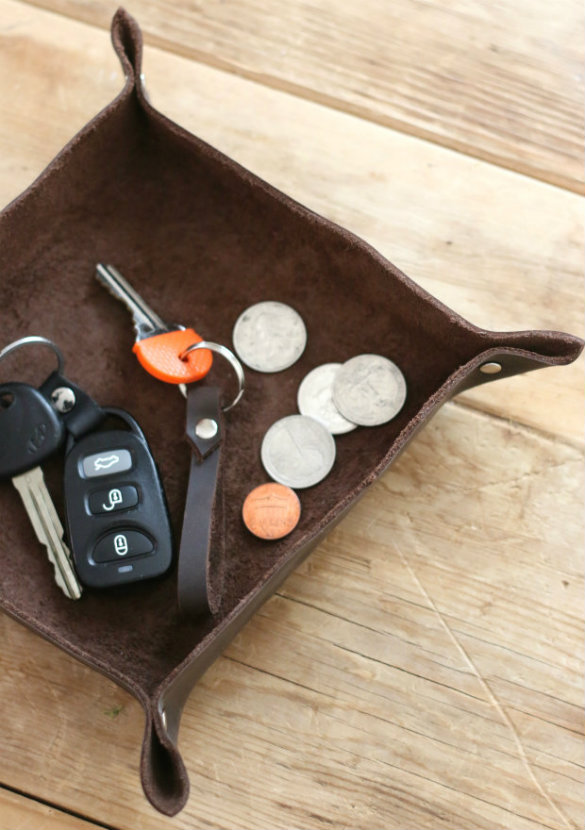 Over on ehow diy leather valet tray 17 apart for Craft projects for men