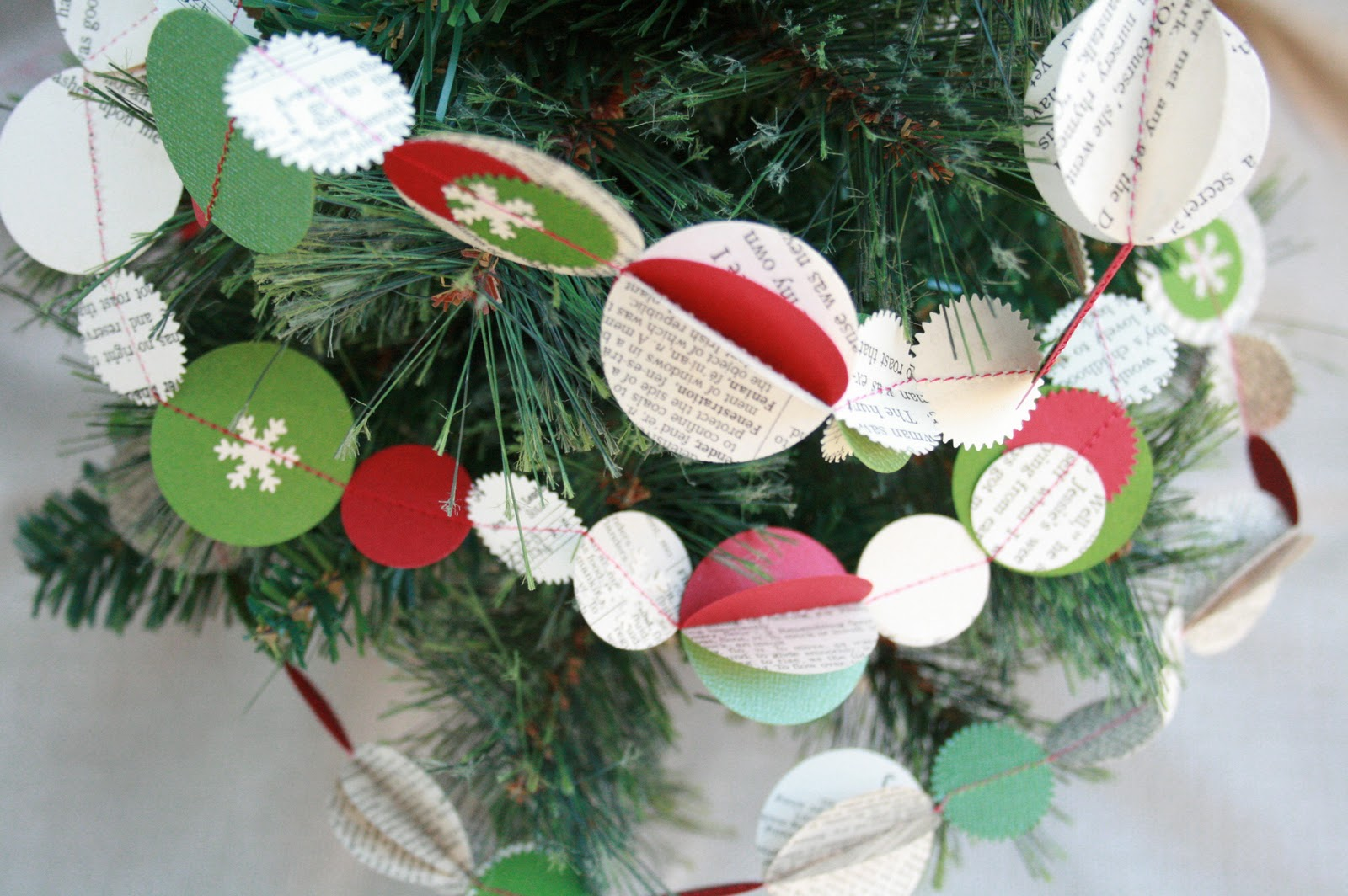 The creative place diy festive holiday garland