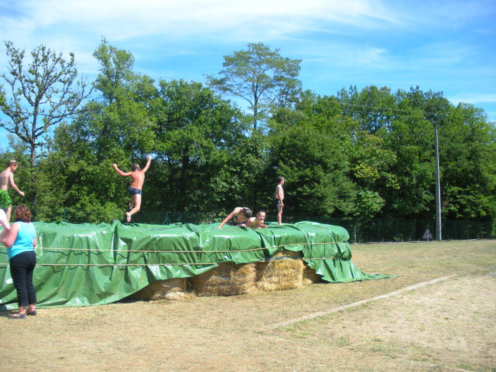 Sarlat et ailleurs 26 juin 2011 sport pour tous for Hay bail pool