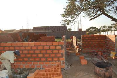 El maestro de obras xavier valderas construir un muro de - Se puede colocar un piso ceramico sobre otro ...