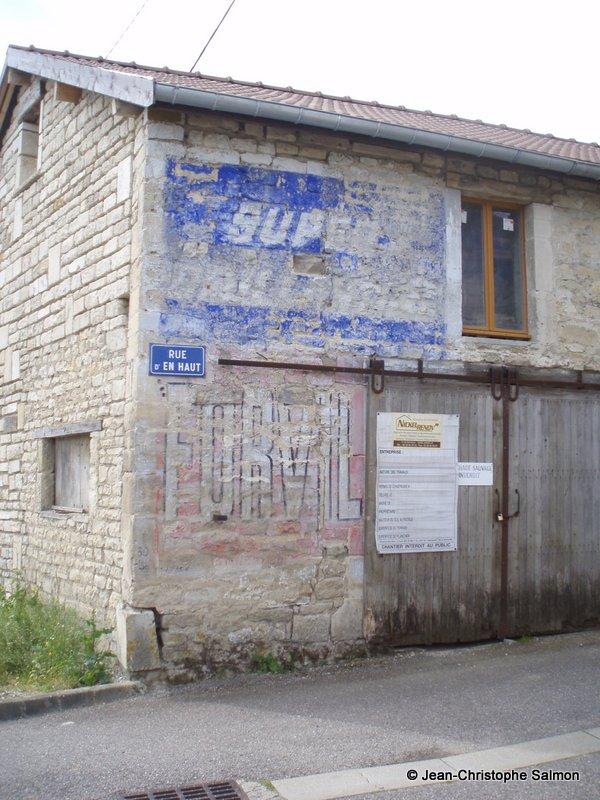 Les murs peints s 39 affichent en haute marne sur la rn 67 for Christophe chaumont