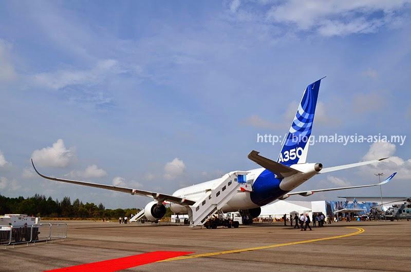 A350-900 Photograph